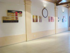 Exposicion zona de cuadros abstractos