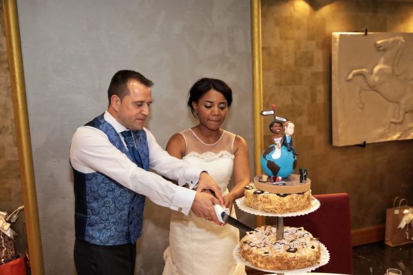 Foto de la tarta de boda con la figura personalizada