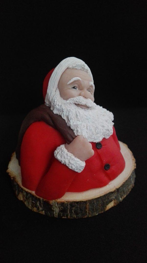 Escultura del busto de Papa Noel con base de madera natural
