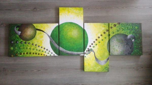 Cuadro pintado en verde con acrilico sobre lienzo, representando la familia y amigos de la misma