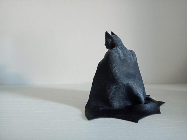 escultura de Batman arrodillado fimo