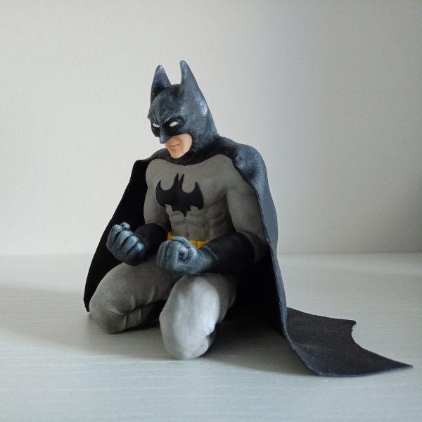 figura Batman arrodillado arcilla polimerica