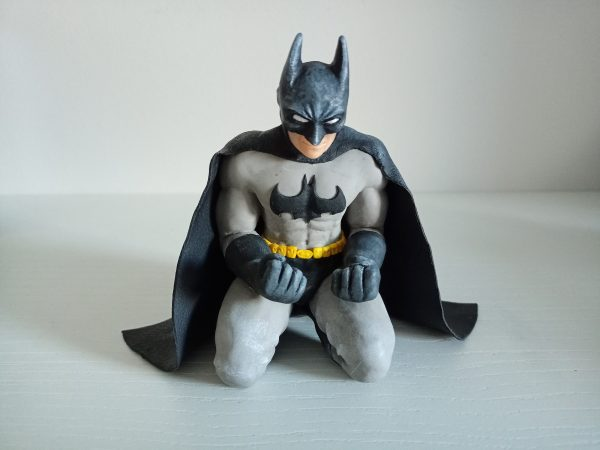 escultura de Batman arrodillado super sculpey