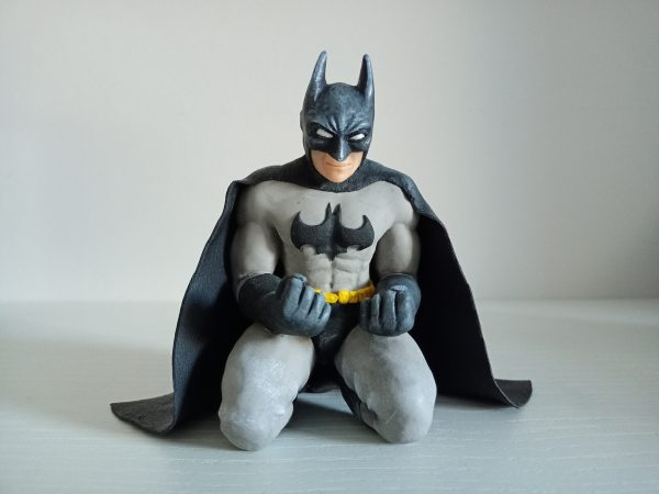 figura de Batman arrodillado super sculpey