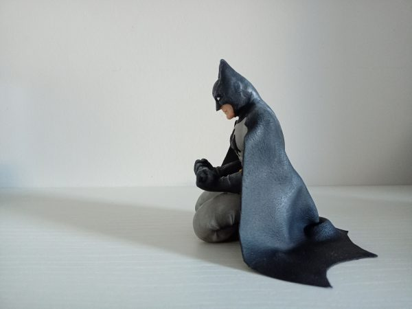 figura de Batman arrodillado fimo